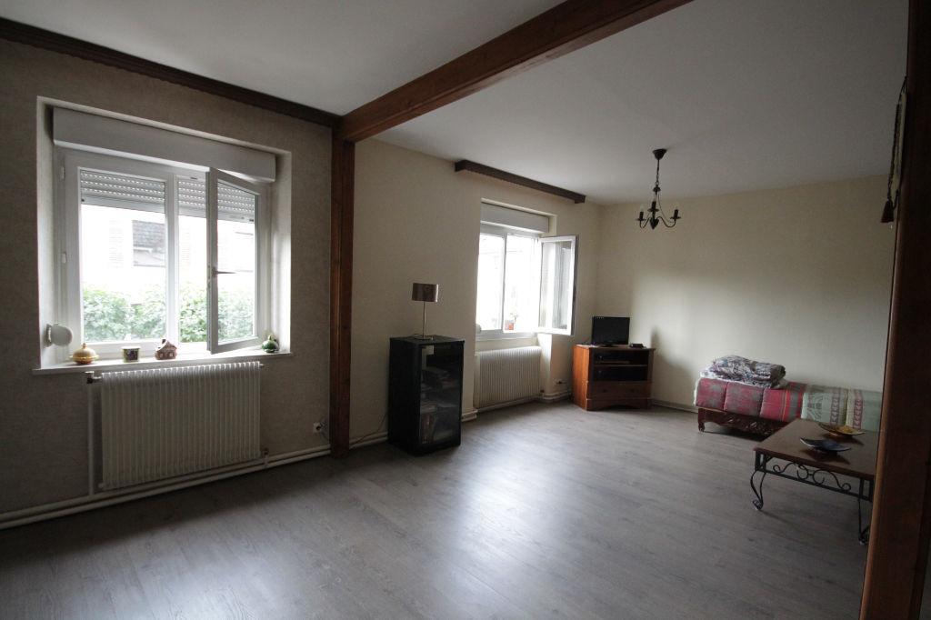 A vendre un appartement 3 pièces au centre de VAGNEY