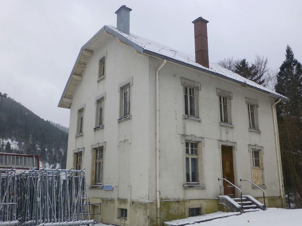 La Bresse - Maison à rénover de 3 appartements